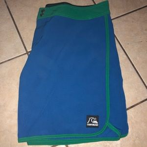 Like new quicksilver board shorts
